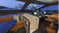 Motor yacht Azimut 84 US Version - Wheelhouse
