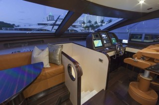 Motor yacht Azimut 84 US Version - Wheelhouse.JPG