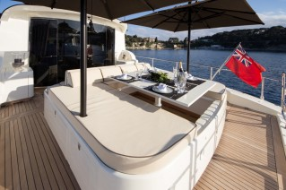 Motor yacht BLOOMS -  At Deck sunpads and dining
