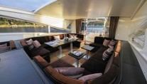 Motor yacht BLOOMS -  Salon with open Roof