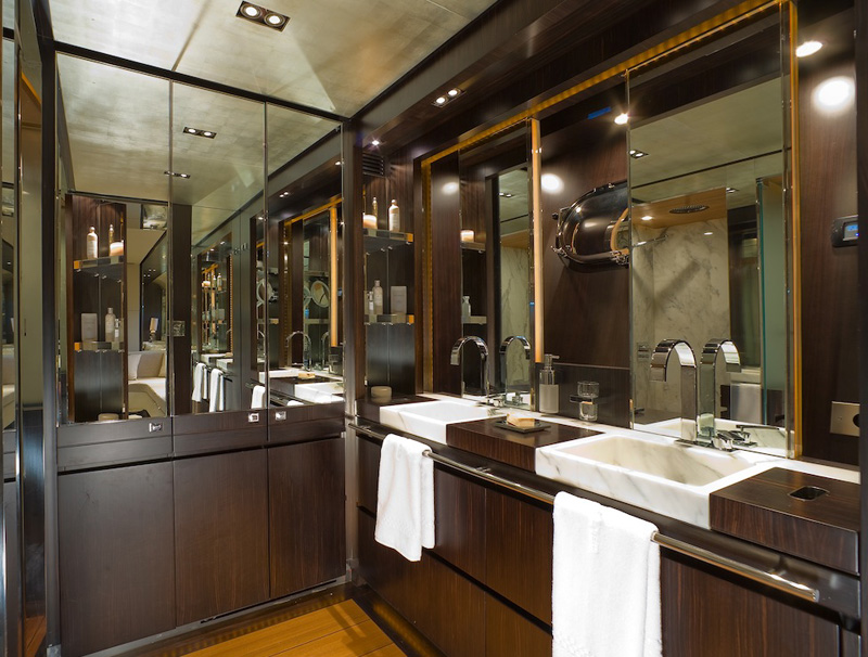 Luxury Yacht Charter KAMBOS BLUE Motor Yacht CELESTE Bathroom