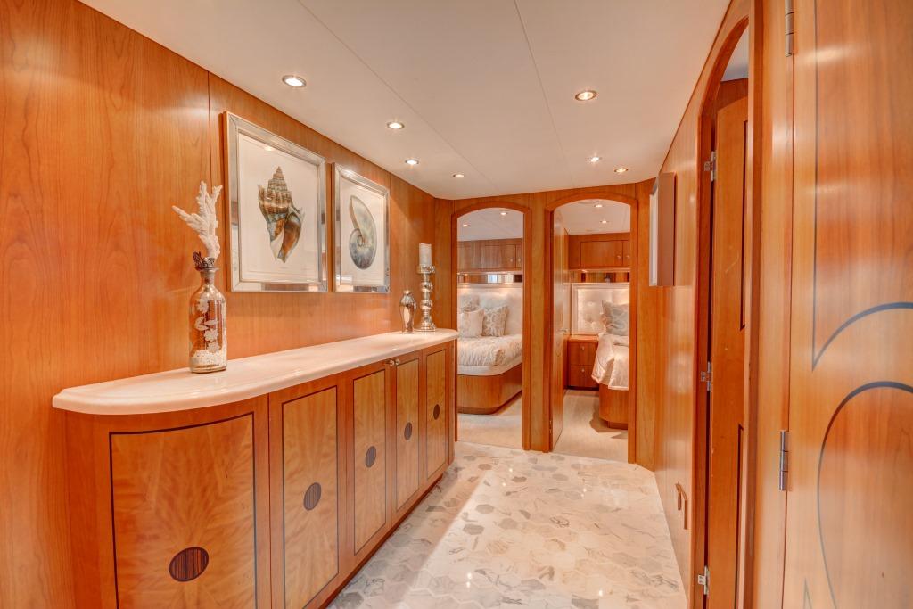 Foyer Luxury Yachts : Motor yacht crescendo cabin foyer luxury browser