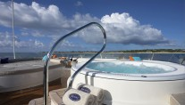 Motor yacht DENIKI - Sunpads and an offset Spa Pool