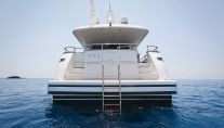 Motor yacht FOS - Stern view