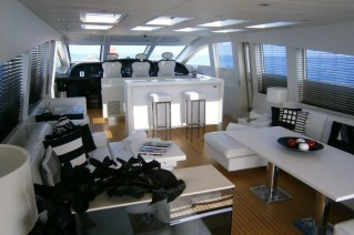Motor yacht FRIDAY -  Salon looking forward.JPG