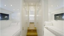 Motor yacht FRIDAY - Corridor