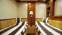 Motor yacht HAPPY FEET -  Twin cabin
