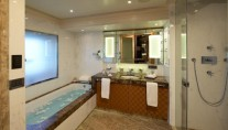 Motor yacht ICE ANGEL - Master bath