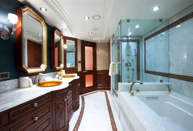 Avalon motor yacht katya master ensuite luxury yacht for Luxury en suite bathroom designs