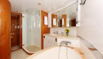 Motor yacht LADY MARCELLE - Master Bath 2
