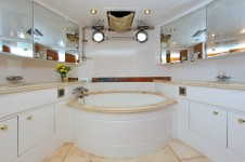 Motor yacht LADY MARCELLE - Master Bath