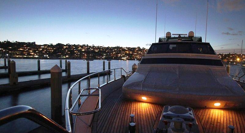 Motor yacht mercedes bow at night luxury yacht browser for Mercedes benz yacht cost