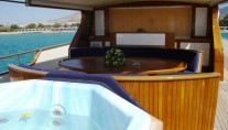 Motor yacht MONACO -  Top deck dining and Spa Pool
