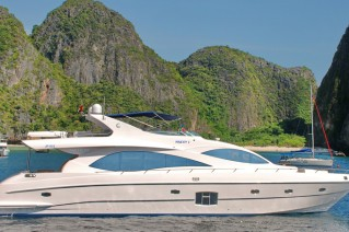 Motor yacht Majesty 88 - side view