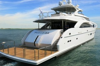 Motor yacht Paradise - aft view