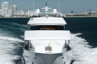 Motor yacht President 107 - front view