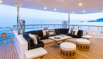 Motor yacht QM OF LONDON - aft deck