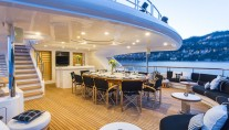 Motor yacht QM OF LONDON - bridgedeck aft