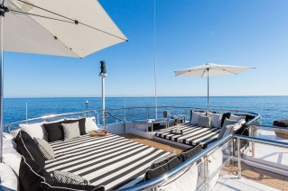 Motor yacht QM OF LONDON - sundeck lounge
