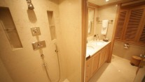 Motor yacht QUEST R - Master ensuite