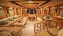 Motor yacht QUEST R - UPPER DECK Saloon