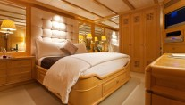 Motor yacht RHINO -  Queen Stateroom