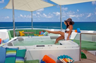 Motor yacht RHINO -  Spa Pool on Sundeck