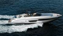 Motor yacht Riva 88 Miami at full speed-001