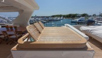 Motor yacht SORRIDENTE - Jacuzzi and sunbeds