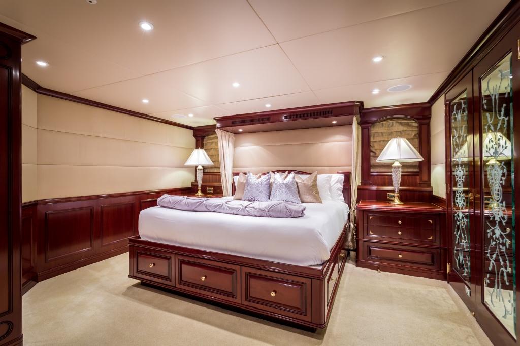 Motor yacht STARSHIP006