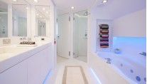 Motor yacht Star Bathroom