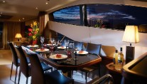 Motoryacht Manhattan 70 - Main Saloon Dining Area