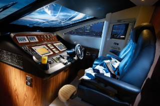 Motoryacht Manhattan 70 - Wheelhouse.png