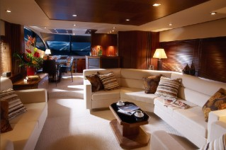 Motoryacht Manhattan 70 Main Saloon.png