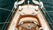 Mulligan yacht topview helms position