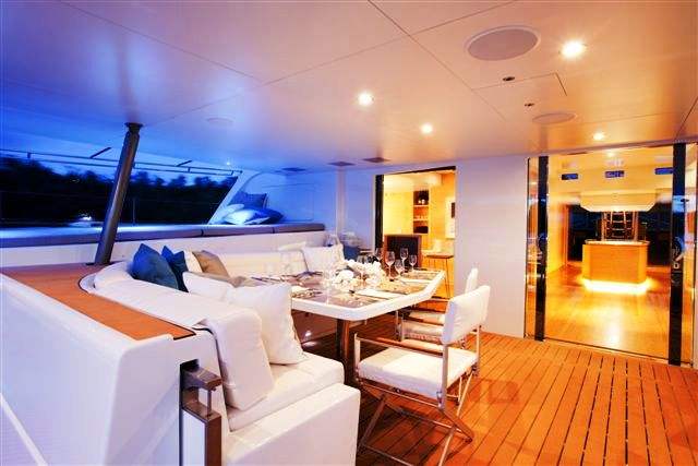 NECKER BELLE -  Aft Deck Dining