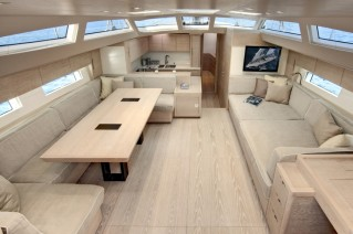 ONE SHOT - Salon from companionway