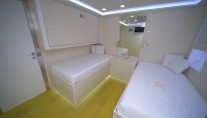Ocean King 88 superyacht Irie Man - Twin Cabin