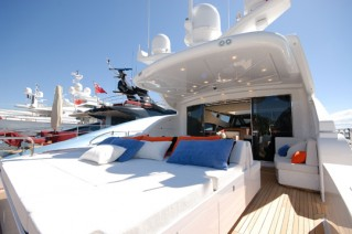 PURE WHITE - Aft Deck