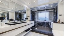 Panthera Yacht - Owners Bathroom
