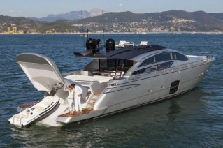 Pershing 82 Yacht - Aft View-001
