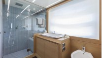Pershing 82 Yacht - Bathroom-001