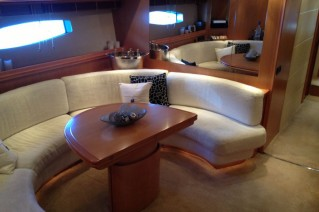 Pershing 88 - Lower salon
