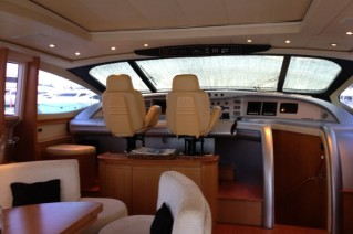 Pershing 88 - Upper salon helm