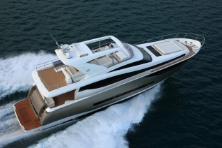Prestige 750 Yacht from above