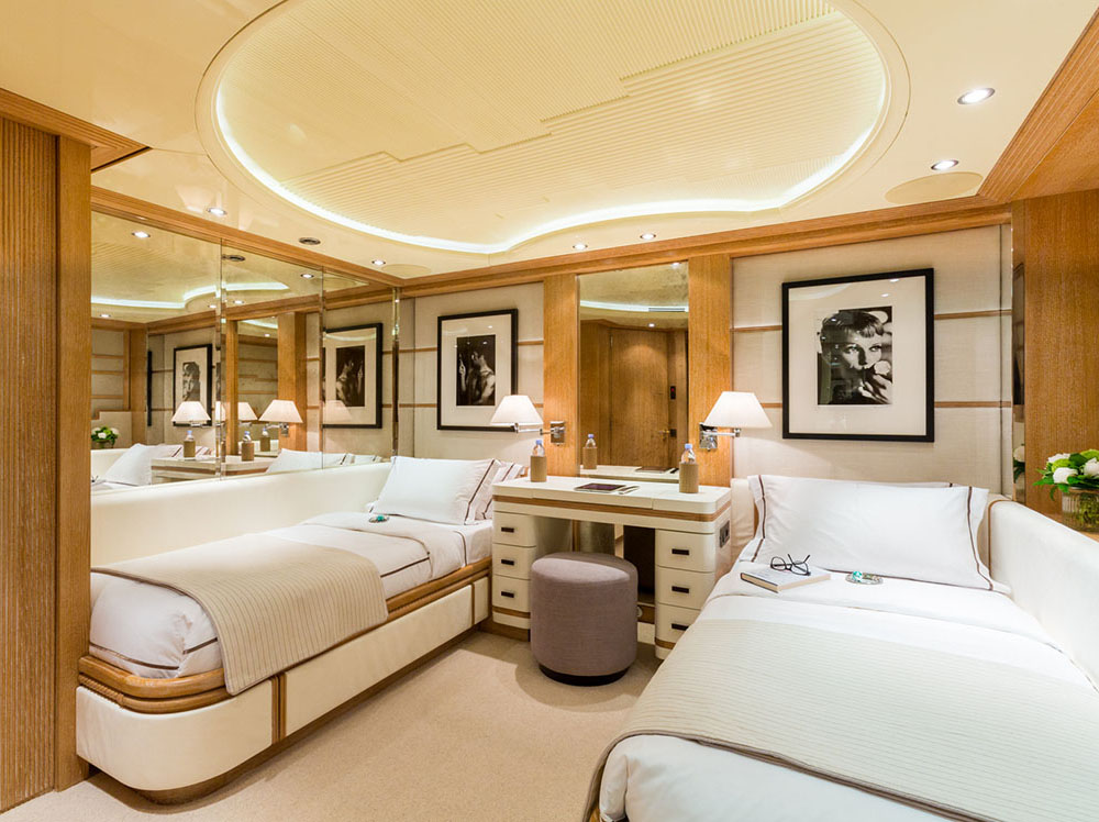 Air yacht charter details bennetti charterworld luxury for Guest suite