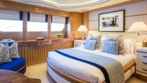 QM OF LONDON yacht - VIP suite