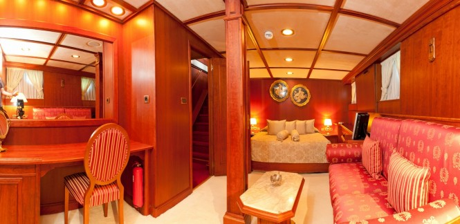 SEAGULL II - Owner Cabin on lower deck (to Starboard)