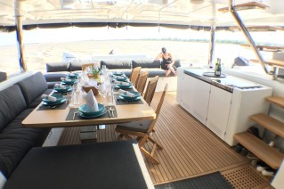 SEAHOME - Aft deck dining
