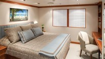 SILVER CLOUD - Queen Guest Stateroom